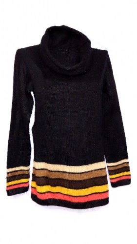 Alpaca-wool-sweater-with-linear decorations-001