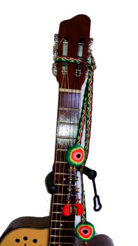 decorated-guitars-cockles-and-aguayo-770