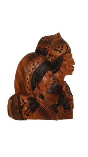 wood-carving-of-andean-peasant-family-285